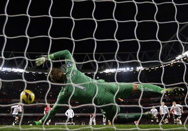 Asians Abroad: Schwarzer makes big save, while Honda finds the post