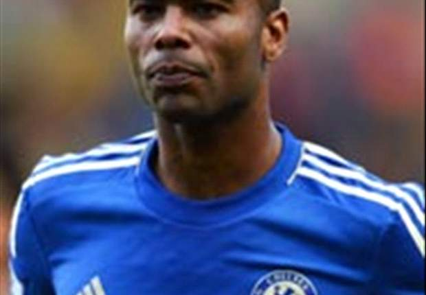 Ashley Cole agrees new one-year Chelsea deal