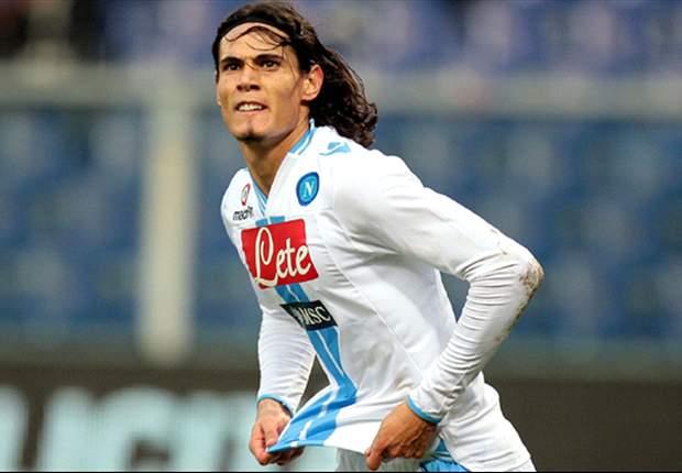 Napoli remonta al Genoa con uno de Cavani que comanda la tabla de goleadores
