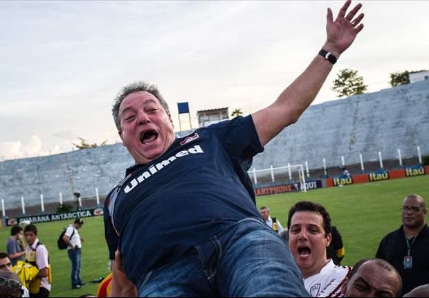 Abel Braga renova com o Fluminense até final de 2013