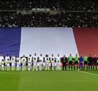 CLÁSICO | El Santiago Bernabéu recordó las víctimas de París