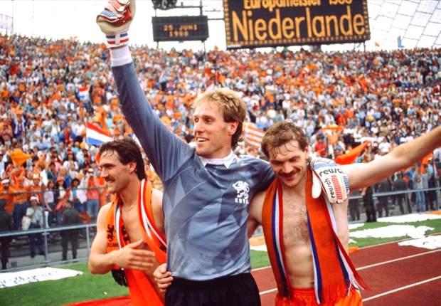 Hans van Breukelen, kiper andalan PSV dan Belanda saat mencatat prestasi emas pada 1988