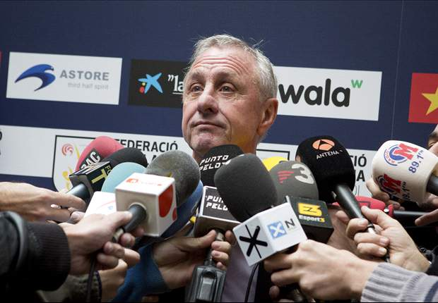 Referees should be treated like players after mistakes - Cruyff