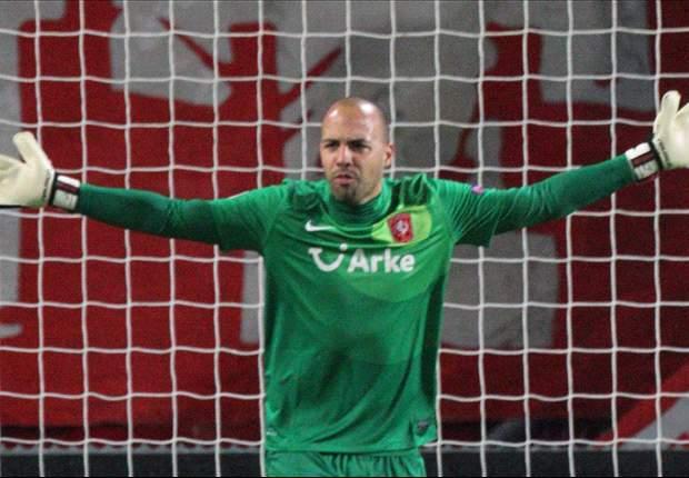 Abaikan Rumor, Kiper Twente Fokus Ke Liga