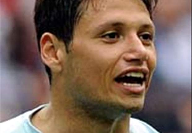 Arsenal, Liverpool & Stoke City Inginkan Mauro Zarate