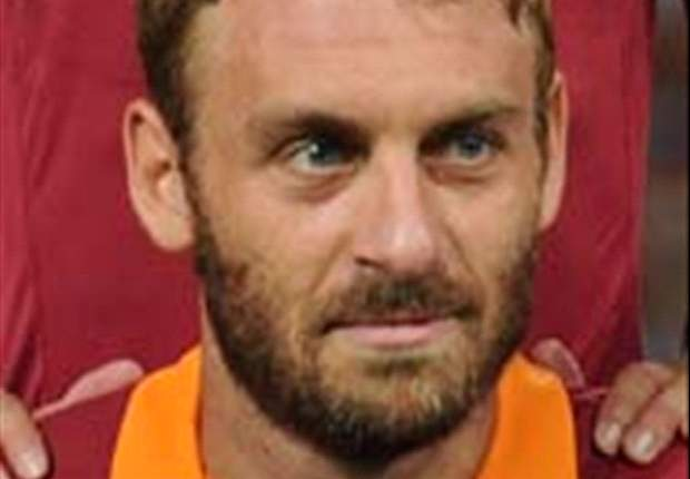 'With De Rossi, Roma's midfield is perfect' - Strootman