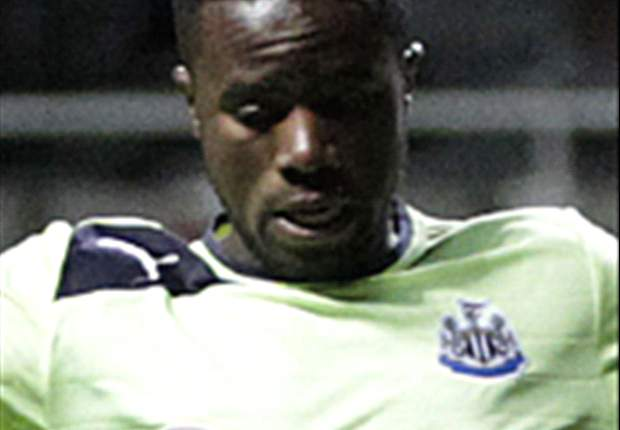 Premier League, 15ª giornata - Tre punti di respiro per il Newcastle, gara pazza a Reading: il Man Utd vince 4-3. City fermato dall'Everton, lo Swansea viola l'Emirates
