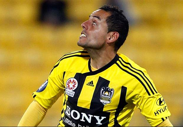Bertos signs new deal at Wellington Phoenix as Roar ring changes