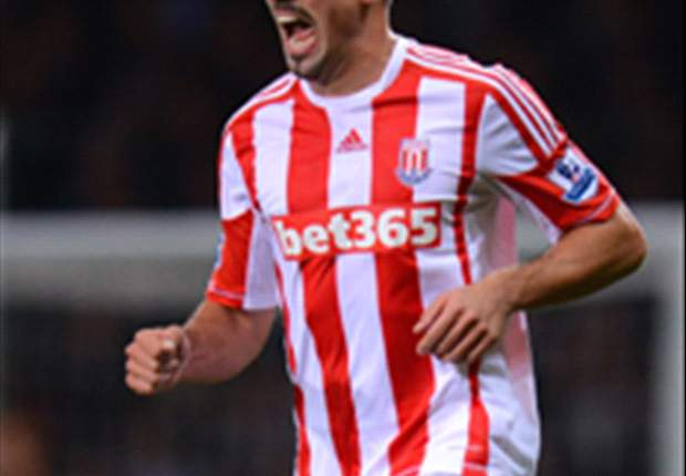 Stoke boss Pulis defends Walters over penalty misses