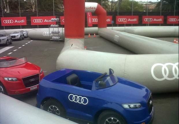Leo Messi, Xavi y el resto de la plantilla culé ya disfrutan de sus nuevos coches Audi