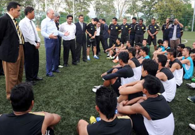 Datuk Seri Najib stops by to offer support to Harimau Malaya