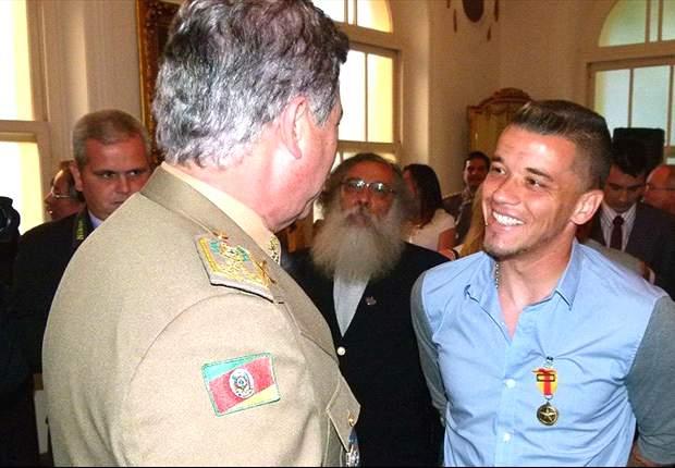 D'Alessandro recebe medalha pela representatividade no Rio Grande do Sul