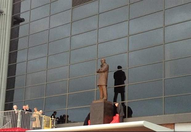 Sir Alex Ferguson statue unveiled at Old Trafford
