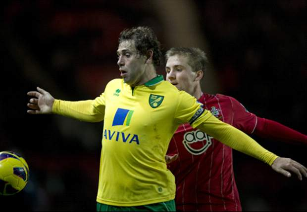 Norwich boss Hughton worried about Holt's hamstring problem