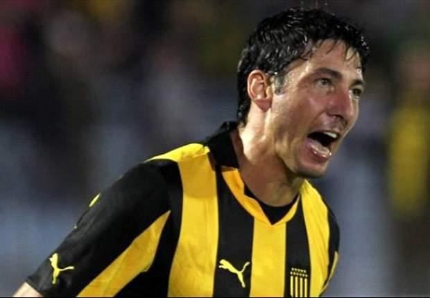 Peñarol debuta a paso firme
