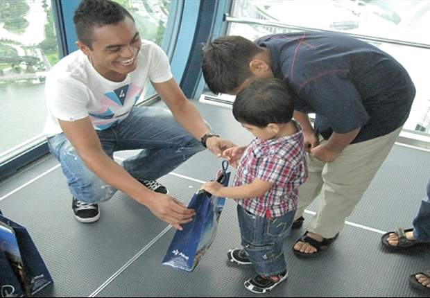 Big-hearted Sufian Anuar spends day at Singapore Flyer with kids from Jamiyah Children's Home