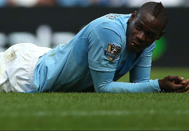 Mancini frustrated with Balotelli's performance in Manchester derby