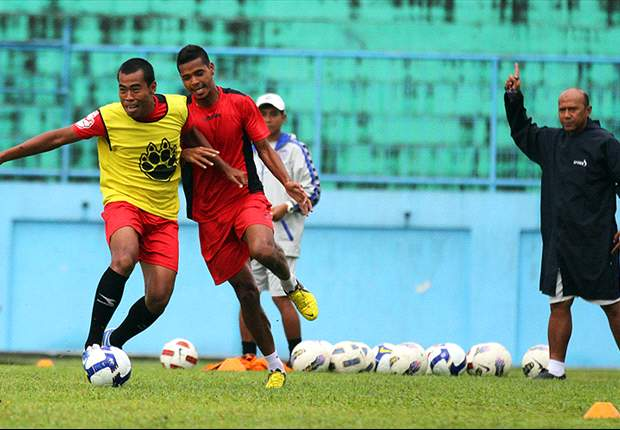 Buta Kekuatan Persela, Arema ISL Latihan Penguasaan Bola