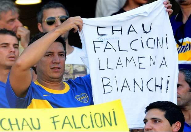 La Bombonera rugió furiosa contra Falcioni y Angelici