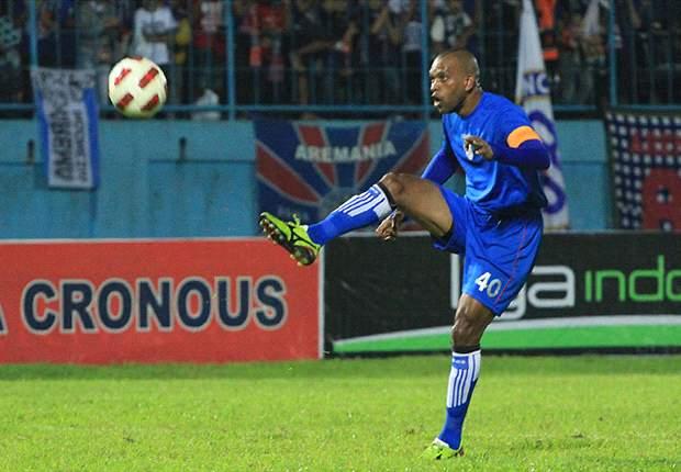 Semen Padang tak terlalu berminat mendatangkan Keith Kayamba Gumbs dan Herman Dzumafo.