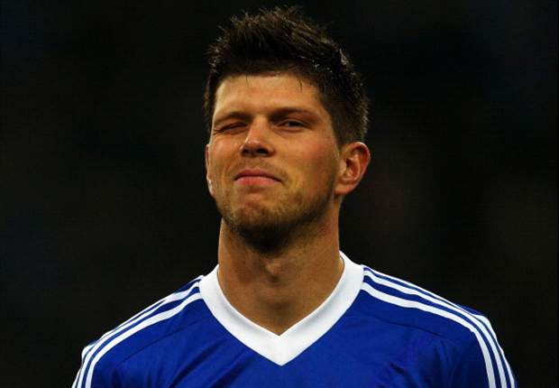Huntelaar shuns Liverpool to sign new Schalke deal