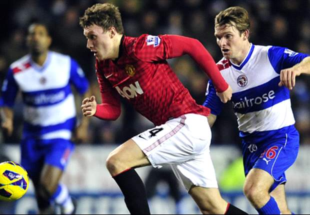 Phil Jones Mungkin Absen Hadapi Real Madrid