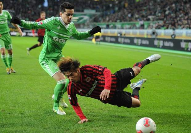 Wolfsburg na vroege rode kaart onderuit