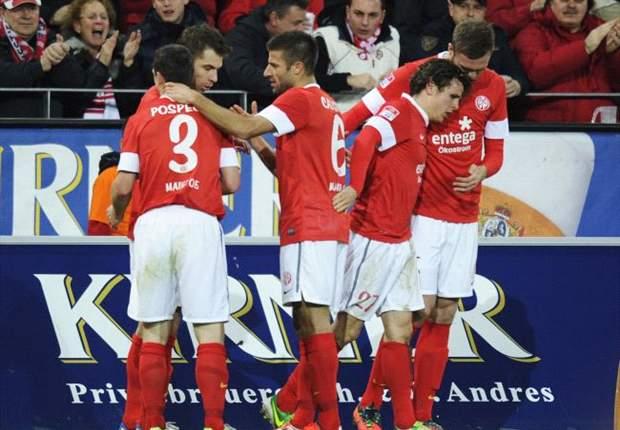 Mainz ermauert sich Punkt in Unterzahl - Augsburg weiter ungeschlagen