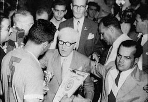 Obdulio Varela (kiri), sosok inspirasional dalam kemenangan Uruguay