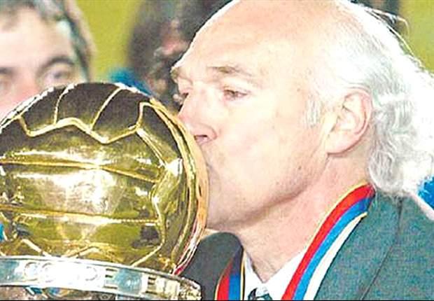 Bianchi levanta la Copa en 2003, año que fue una maquinita en Brasil.