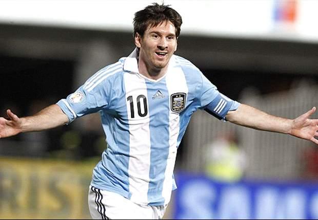Queman un muñeco gigante de Messi para conseguir suerte