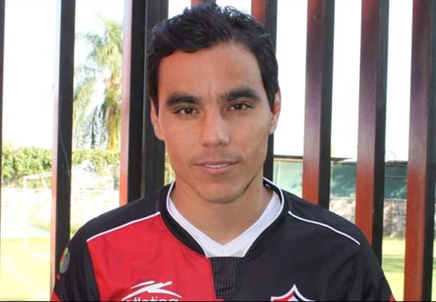 Omar Bravo y Amaury Escoto, goles que buscan evitar la quema del descenso