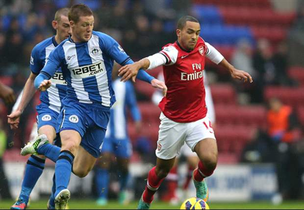 Walcott taking advice from Henry about striker role, reveals Wenger