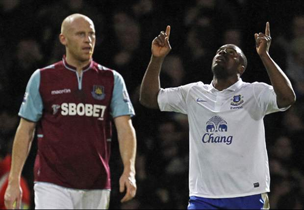 West Ham 1-2 Everton: Anichebe and Pienaar capitalize on controversial Cole red card