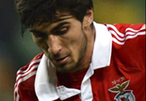 Valencia sign Andre Gomes from Benfica