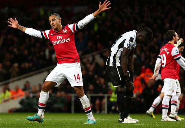 Walcott contract renewal would boost entire Arsenal team, claims Wenger