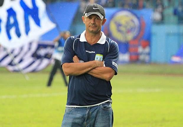 Pelatih Persela: Keluarnya Dedi Indra Jadi Masalah