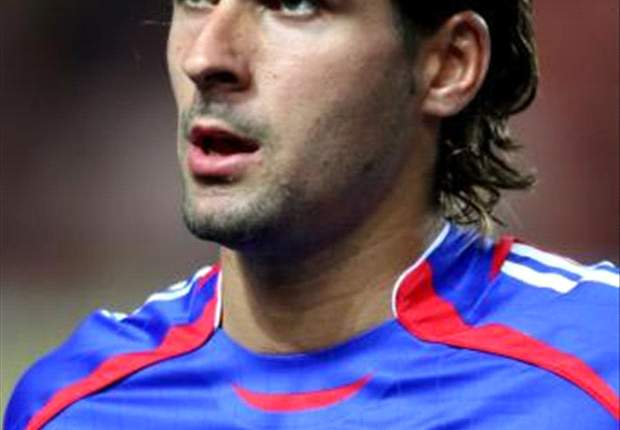 Villarreal se interesa por Julien Escudé