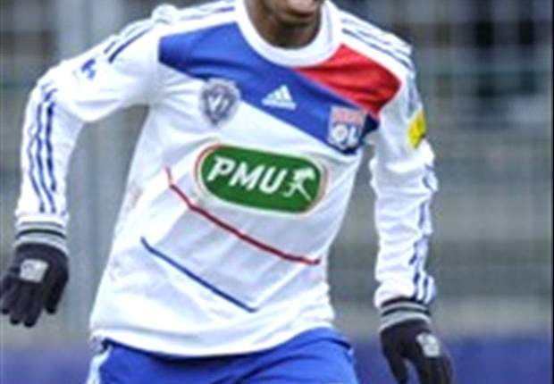 Schalke deny reports of Bastos medical