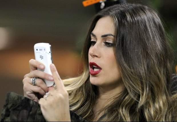 """Cori dei tifosi juventini, Melissa Satta ironizza su Twitter: """"Non pensavo di essere così importante da cantare il mio nome per più di 100 minuti..."""""""