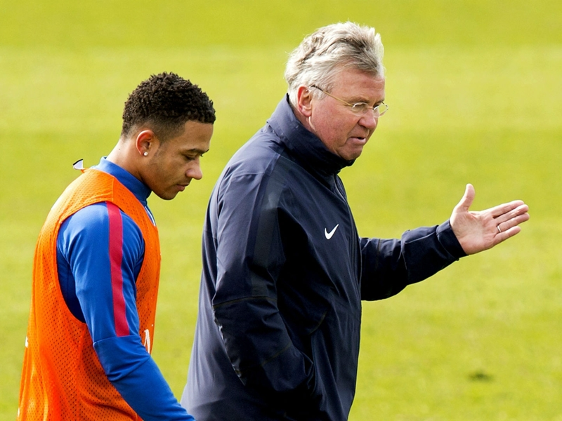 Hiddink urges patience as Depay struggles with Man Utd expectations