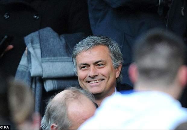Mourinho, viendo al Canillas en la previa del partido ante el Valencia