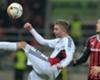 Leverkusens Kramer (l.) klärt vor Ingolstadts Leckie