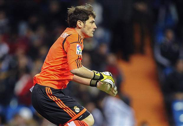 Casillas withdrawn injured in Valencia clash