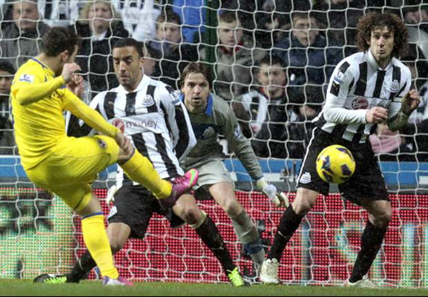 Newcastle 1-2 Reading: Le Fondre double piles pressure on Magpies