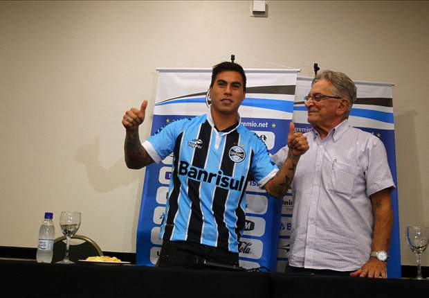 Vargas aims to recapture form at Gremio after losing confidence at Napoli