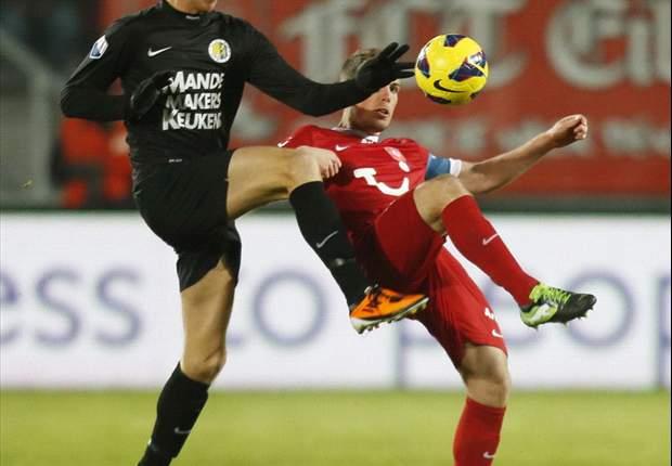 Twente na gelijkspel bovenaan