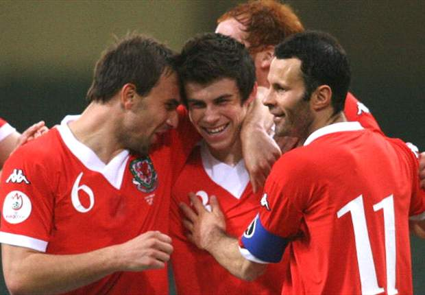 There is no better pair of wingers than Bale or Bellamy, says Wales captain Williams