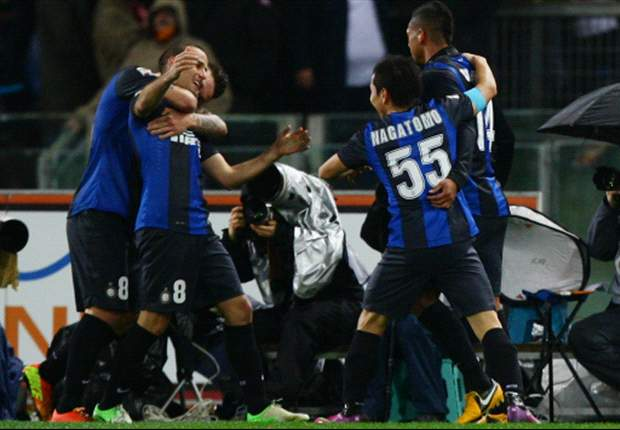 Napoli e Inter se alejan del líder