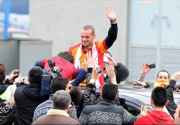 Ribuan Fans Galatasaray Sambut Wesley Sneijder